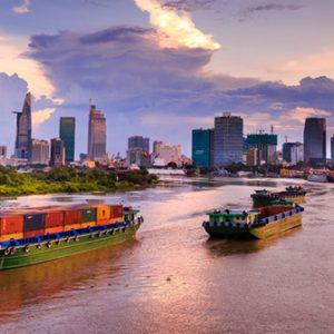 Auslaufendes Containerschiff auf dem Saigon