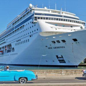 Kreuzfahrtschiff im Hafen von Havanna