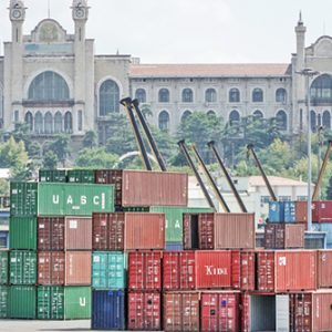 Container im Hafen bei Istanbul