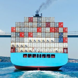 Containerschiff in Istanbul