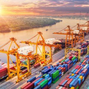 Hafenanlage mit Containern