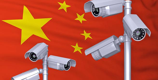 Kameras vor chinesischer Flagge