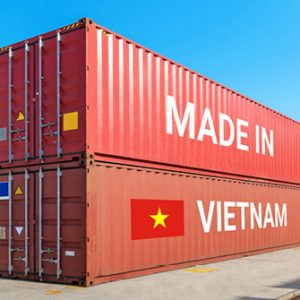 "Container am Hafen mit ""Made in Vietnam"""
