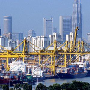Hafen vor Skyline Singapur