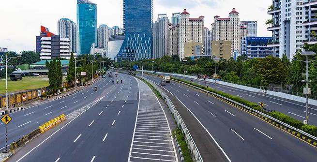 Leere Autobahn in Jakarta