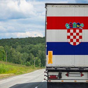 Lkw mit kroatischer Flagge