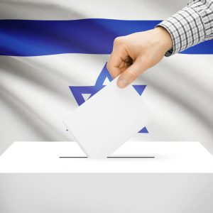 Wahlurne vor Flagge Israel