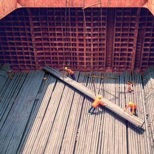 Verladung Stahlteile in Schiff