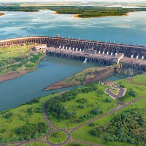 Itaipú-Kraftwerk am Rio Parana
